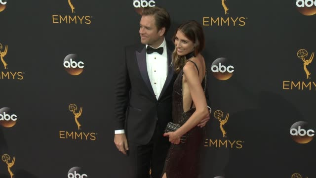 vídeos de stock e filmes b-roll de michael weatherly at the 68th annual primetime emmy awards arrivals at microsoft theater on september 18 2016 in los angeles california - microsoft theater los angeles