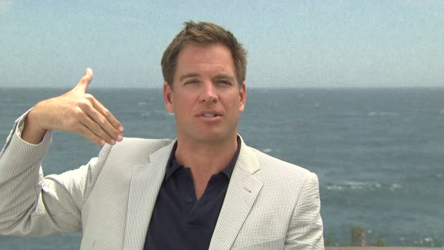 vídeos de stock e filmes b-roll de michael weatherly jokes that he came to monte carlo for his platic sugery, gambling and swiss bank accounts. feels very james bond and says he met... - james bond fictional character