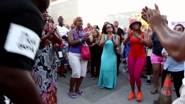 stockvideo's en b-roll-footage met michael weeks leads people in gospel songs outside the historic emanuel african methodist church where nine people were shot to death earlier this... - gospelmuziek