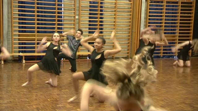 Michael Wilshaw school visit Dance performance to Beyonce song