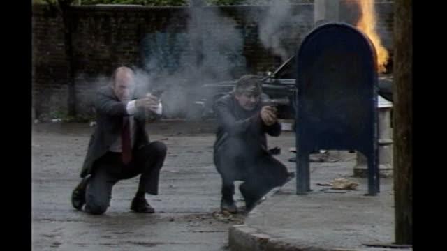 michael winner dies aged 77 lib lambeth ext actors firing guns on set of death wish three film michael winner smoking cigar and watching operations... - マイケル ウィナー点の映像素材/bロール