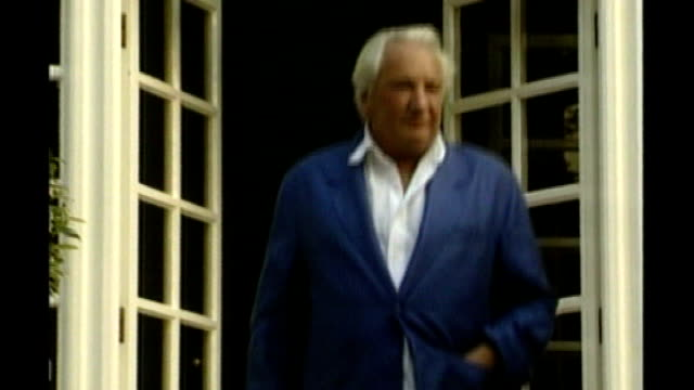 michael winner dies aged 77 lib orig t02059906 ext michael winner towards from house into garden lib orig t12070023 1272000 london sotheby's int ***... - michael winner stock videos & royalty-free footage