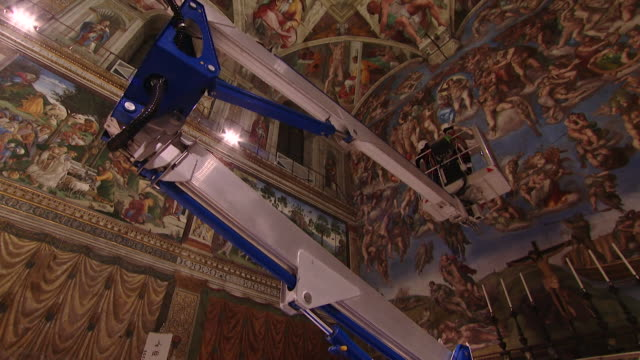 """michaelangelo's painted ceiling being cleaned in the sistine chapel the vatican - """"bbc news"""" video stock e b–roll"""