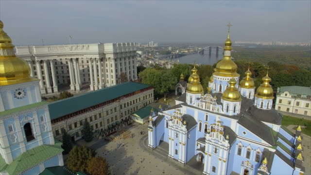 michael's square, st. michael's cathedral, the ministry of foreign affairs of ukraine - キエフ市点の映像素材/bロール