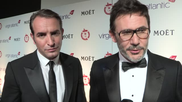 vídeos de stock, filmes e b-roll de michel hazanavicius, jean dujardin on what they love about silent movies and what - jean dujardin