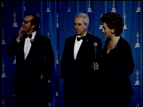 michelangelo antonioni at the 1995 academy awards granada tv at the shrine auditorium in los angeles, california on march 27, 1995. - academy awards video stock e b–roll