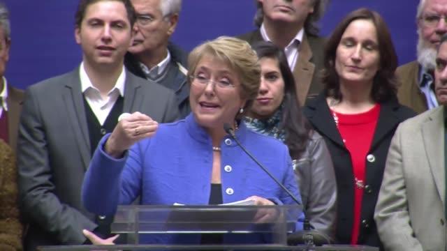 michelle bachelet es la unica mujer que logro llegar a la presidencia de chile y si los numeros que muestran las encuestas se transforman en votos el... - dirigir stock videos and b-roll footage