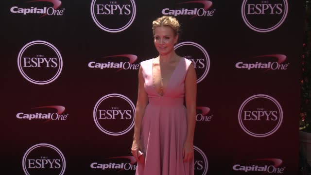 vídeos de stock, filmes e b-roll de michelle beadle at the 2016 espy awards at microsoft theater on july 13 2016 in los angeles california - espy awards