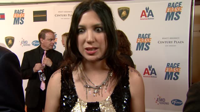 vídeos de stock, filmes e b-roll de michelle branch on being a part of the night how she got involved what she's performing at the 16th annual race to erase ms themed 'rock to erase ms'... - michelle branch