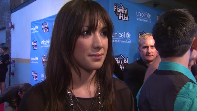 vídeos de stock, filmes e b-roll de michelle branch on what brings her out performing a fleetwood mac classic her thoughts on glee's fleetwood mac episode her advice for the other... - michelle branch