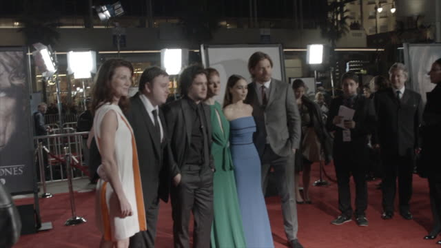 michelle fairley, john bradley, kit harington, rose leslie, emilia clarke & nikoklaj coster-waldau posing for paparazzi on the red carpet at the tlc... - tlc chinese theater bildbanksvideor och videomaterial från bakom kulisserna
