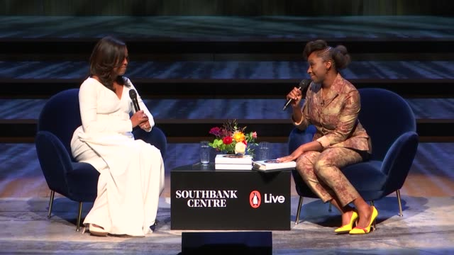 vidéos et rushes de michelle obama at royal festival hall; england: london: lambeth: southbank centre: int michelle obama interviewed by author, chimamanda ngozi adichie... - lambeth