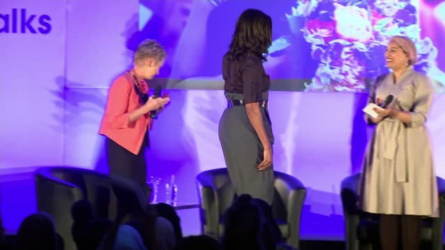 vidéos et rushes de michelle obama revisits elizabeth garrett anderson school in london as she promotes her autobiography england london islington elizabeth garrett... - autobiographie