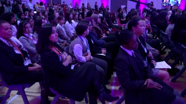 michelle obama revisits elizabeth garrett anderson school in london as she promotes her autobiography cutaways; england: london: islington: elizabeth... - biographie stock-videos und b-roll-filmmaterial