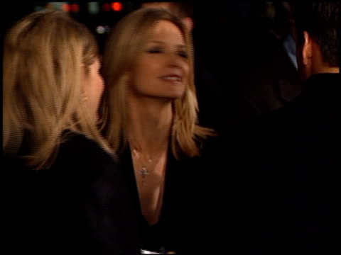 vídeos de stock, filmes e b-roll de michelle pfeiffer at the 'i am sam' premiere at academy of motion picture arts sciences in beverly hills california on december 3 2001 - estreia