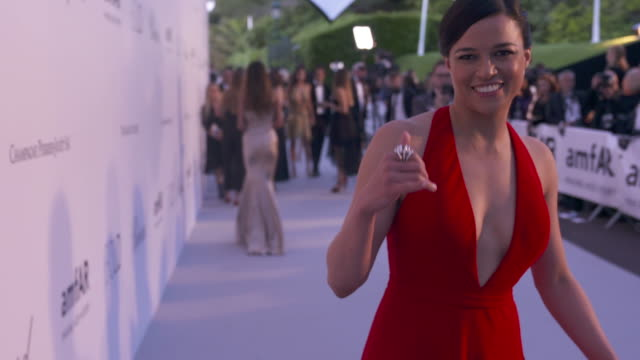 slomo michelle rodriguez at amfar gala cannes 2018 at hotel du capedenroc on may 17 2018 in cap d'antibes france - amfar stock videos & royalty-free footage