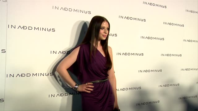 michelle trachtenberg at the in add minus celebrates the launch of its flagship store at los angeles ca. - ミシェル・トラクテンバーグ点の映像素材/bロール