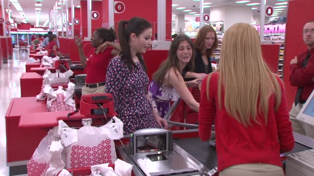 michelle trachtenberg at the target celebrates opening of east harlem location with star-studded party at new york ny. - ミシェル・トラクテンバーグ点の映像素材/bロール