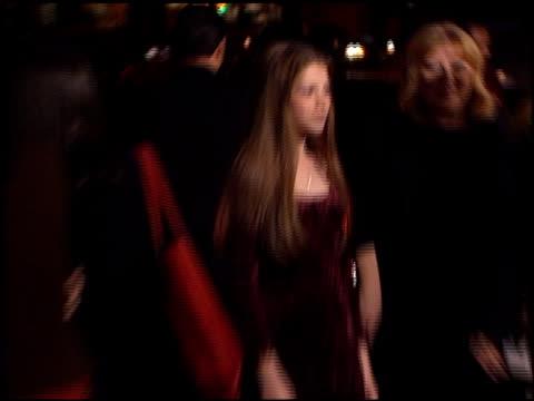 michelle trachtenberg at the 'tumbleweeds' premiere at laemmle's monica in santa monica, california on november 15, 1999. - ミシェル・トラクテンバーグ点の映像素材/bロール