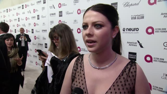 michelle trachtenberg on what brings her out, talks about elton's commitment to the ejaf and her thoughts on the oscar ceremony at 23rd annual elton... - oscar party stock videos & royalty-free footage