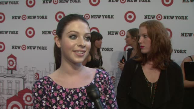 michelle trachtenberg talking about target in ny, she's a fan of target, shopping tonight at the target celebrates opening of east harlem location... - ミシェル・トラクテンバーグ点の映像素材/bロール