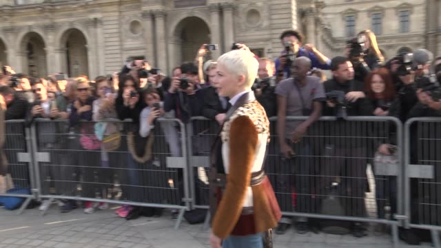 Michelle Williams arrives at Louis Vuitton show during Paris Fashion Week Womenswear Spring/Summer 2018 on October 3 2017 in Paris France