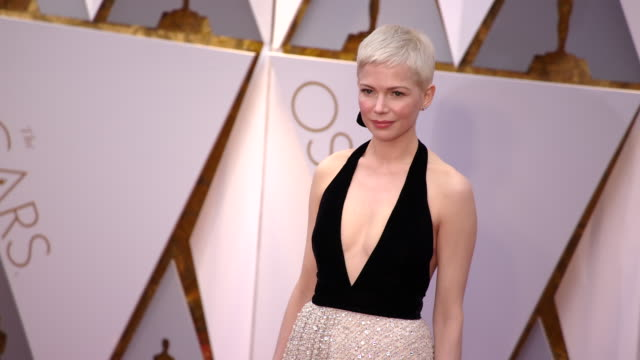 vídeos de stock, filmes e b-roll de michelle williams at 89th annual academy awards arrivals at hollywood highland center on february 26 2017 in hollywood california 4k - michelle williams
