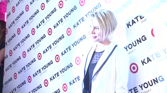 vídeos de stock, filmes e b-roll de michelle williams at kate young for target launch event on april 09 2013 in new york new york - michelle williams