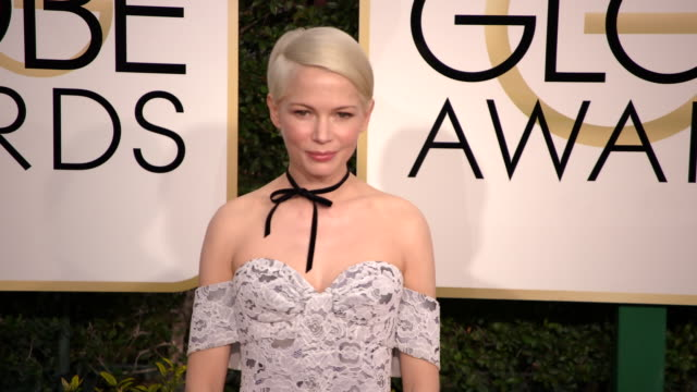 michelle williams at the 74th annual golden globe awards arrivals at the beverly hilton hotel on january 08 2017 in beverly hills california 4k - ビバリーヒルトンホテル点の映像素材/bロール