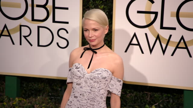 michelle williams at the 74th annual golden globe awards - arrivals at the beverly hilton hotel on january 08, 2017 in beverly hills, california. 4k... - the beverly hilton hotel stock videos & royalty-free footage