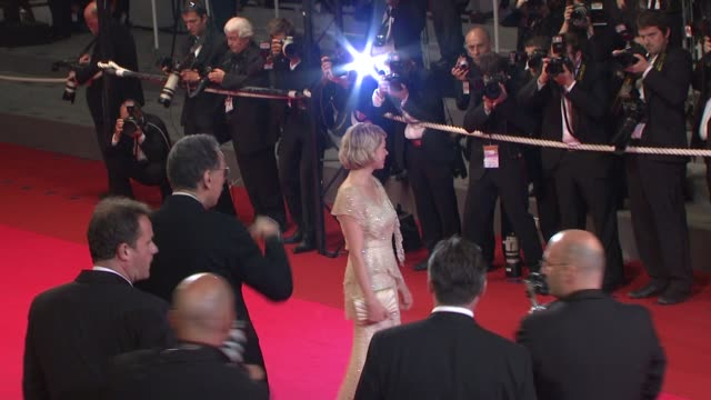 vídeos de stock, filmes e b-roll de michelle williams at the cannes arrivals for adoration in cannes on may 22 2008 - michelle williams