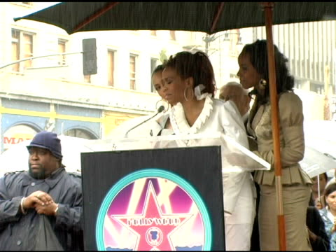vídeos de stock, filmes e b-roll de michelle williams of destiny's child addresses the fans at the dedication of destiny's child's star on walk of fame at hollywood boulevard in... - michelle williams