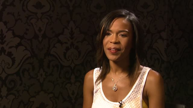 vídeos de stock, filmes e b-roll de michelle williams on the amount of love songs on the album and how she's a 'love schizophrenic' at the michelle williams interview at london - michelle williams