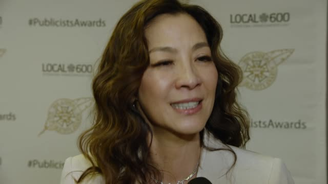 interview michelle yeoh on crazy rich asians and the importance of the publicity campaign romantic comedies how pr helped the movie how pr has... - commedia romantica video stock e b–roll