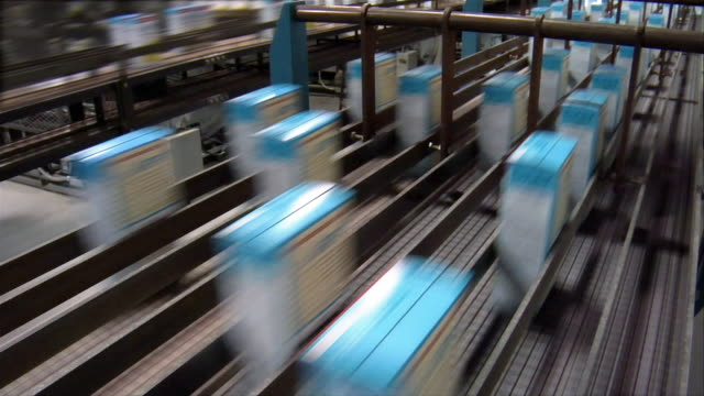 cu, usa, michigan, chelsea, automated packing line at cake mix factory - conveyor belt stock videos & royalty-free footage