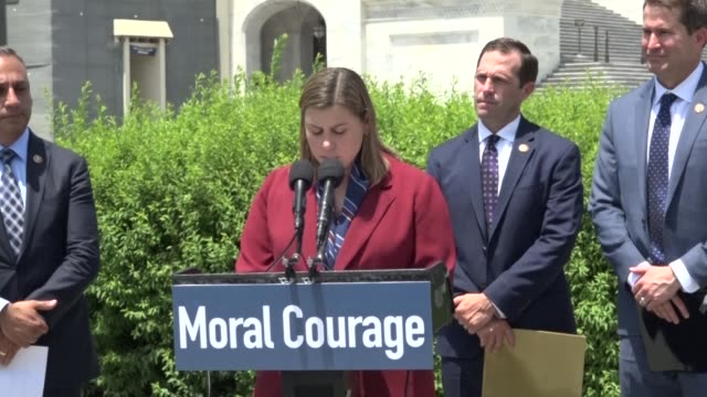 michigan congresswoman elissa slotkin says at a press conference to discuss avoiding war with iran that the regime was a bad actor and the united... - 自衛点の映像素材/bロール
