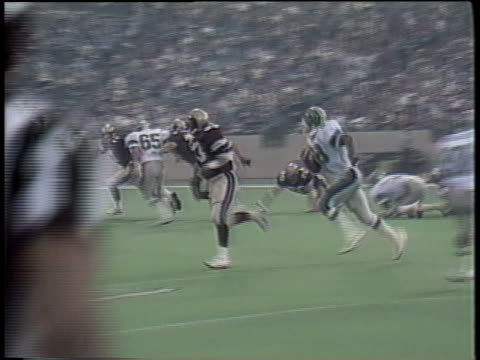 1984 ws michigan panthers' bobby hebert being tackled by san antonio gunslingers/ pontiac, michigan - tackling stock videos and b-roll footage
