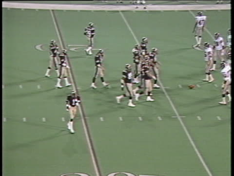1984 montage ha ws michigan panthers in huddle as pittsburgh maulers stand by on field with referees/ panther ken lacy running with ball and being tackled shortly after snap/ ms michigan panthers/ pontiac, michigan - ポンティアック点の映像素材/bロール
