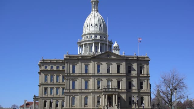 michigan state capitol building - lansing video stock e b–roll