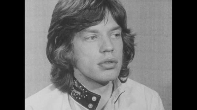 vídeos de stock e filmes b-roll de mick jagger explains how he feels that committing a crime is against society whereas taking drugs in private is a personal choice and doesn't affect... - rolling stones