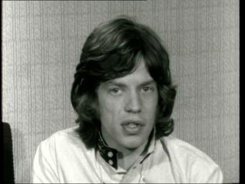 vidéos et rushes de mick jagger & keith richard set free; mick jagger & keith richard set free; england: london: granada: jagger out of car; to press round him: jagger... - persuasion