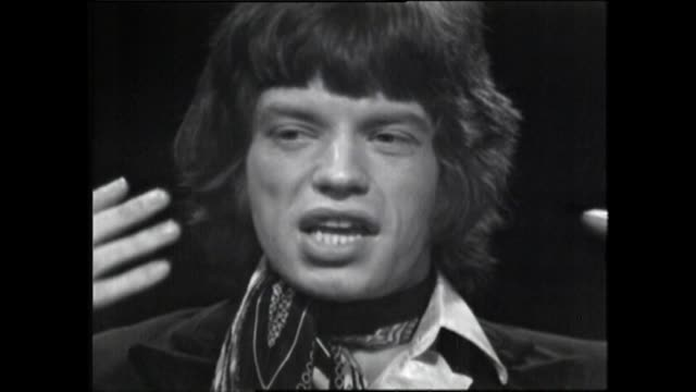 stockvideo's en b-roll-footage met mick jagger speaking in 1967 about an audience's expectations of him as a performer and how he is unsure how to fulfill them - gelovige