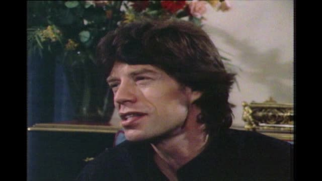 stockvideo's en b-roll-footage met mick jagger talks about his selfimage and ego as a performer you have a lot more ego when you're on the road because you really need it to deal with... - popmuziek tournee