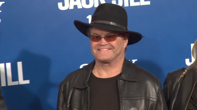 mickey dolenz at the 'jack and jill' world premiere at westwood ca - ウェストウッド地区点の映像素材/bロール