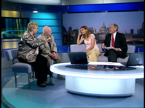 mickey rooney returns to the stage for 'let's put on a show' england london gir int mickey rooney and jan rooney interview sot discuss how mickey... - robin williams actor stock videos & royalty-free footage