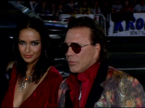 mickey rourke at the 'domino' los angeles premiere at grauman's chinese theatre in hollywood, california on october 11, 2005. - teatro cinese tcl video stock e b–roll
