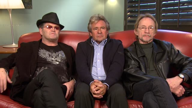 micky dolenz davy jones peter tork on still having fun as a group their other projects john lennon's views the critics at the the monkees interview... - kritiker stock-videos und b-roll-filmmaterial
