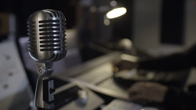 vídeos de stock e filmes b-roll de microphone and sound console in music studio - rádio
