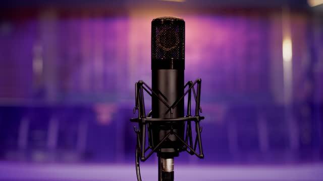 レコーディングスタジオのライブルームでマイク - マイク点の映像素材/bロール