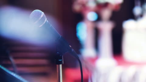 vídeos y material grabado en eventos de stock de micrófono en etapa - auditorio